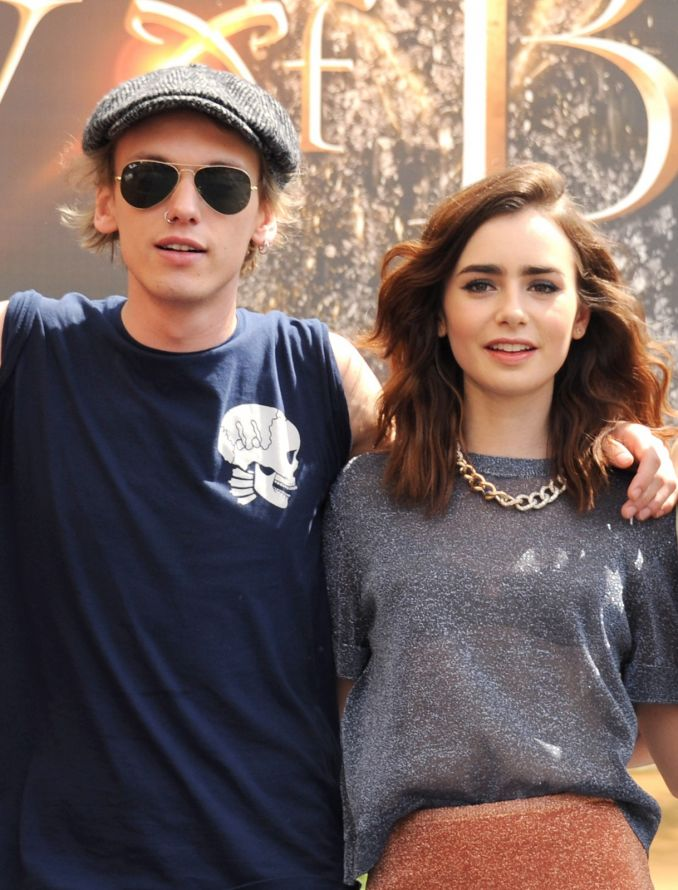 Jamie Campbell ir Lily Collins